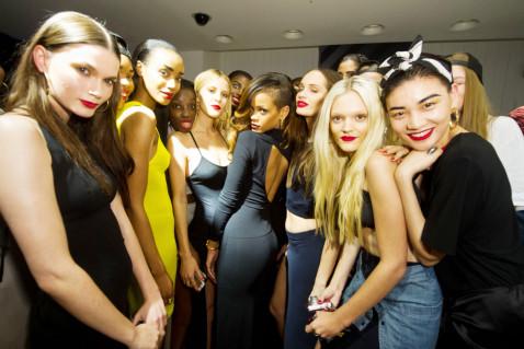 Photo of Rihanna, neo stilista e imprenditrice nel mondo della moda, apre a Londra il suo primo fashion store