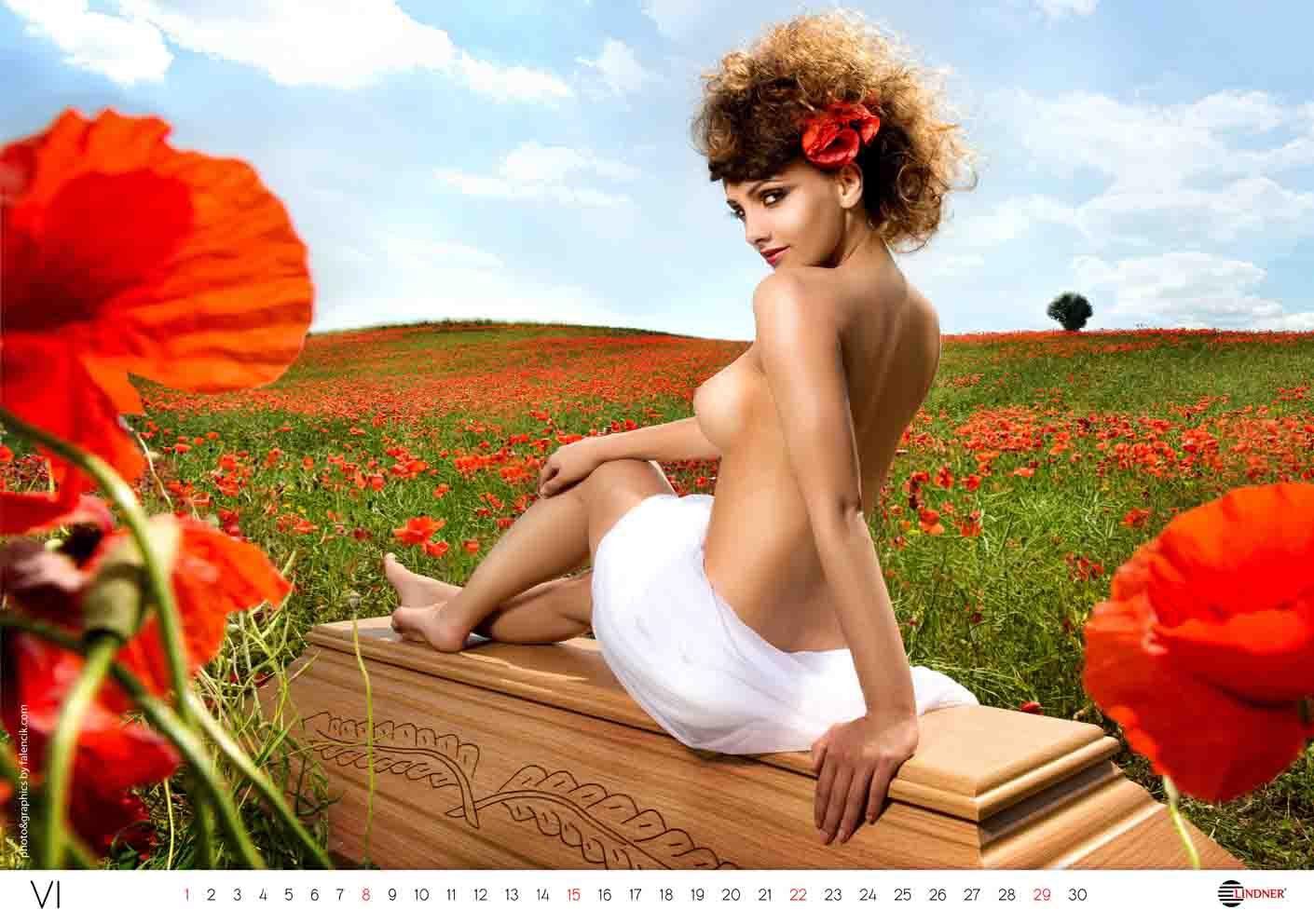 Эротические календари компаний, Эротический календарь страховой компании эрго 13 фотография