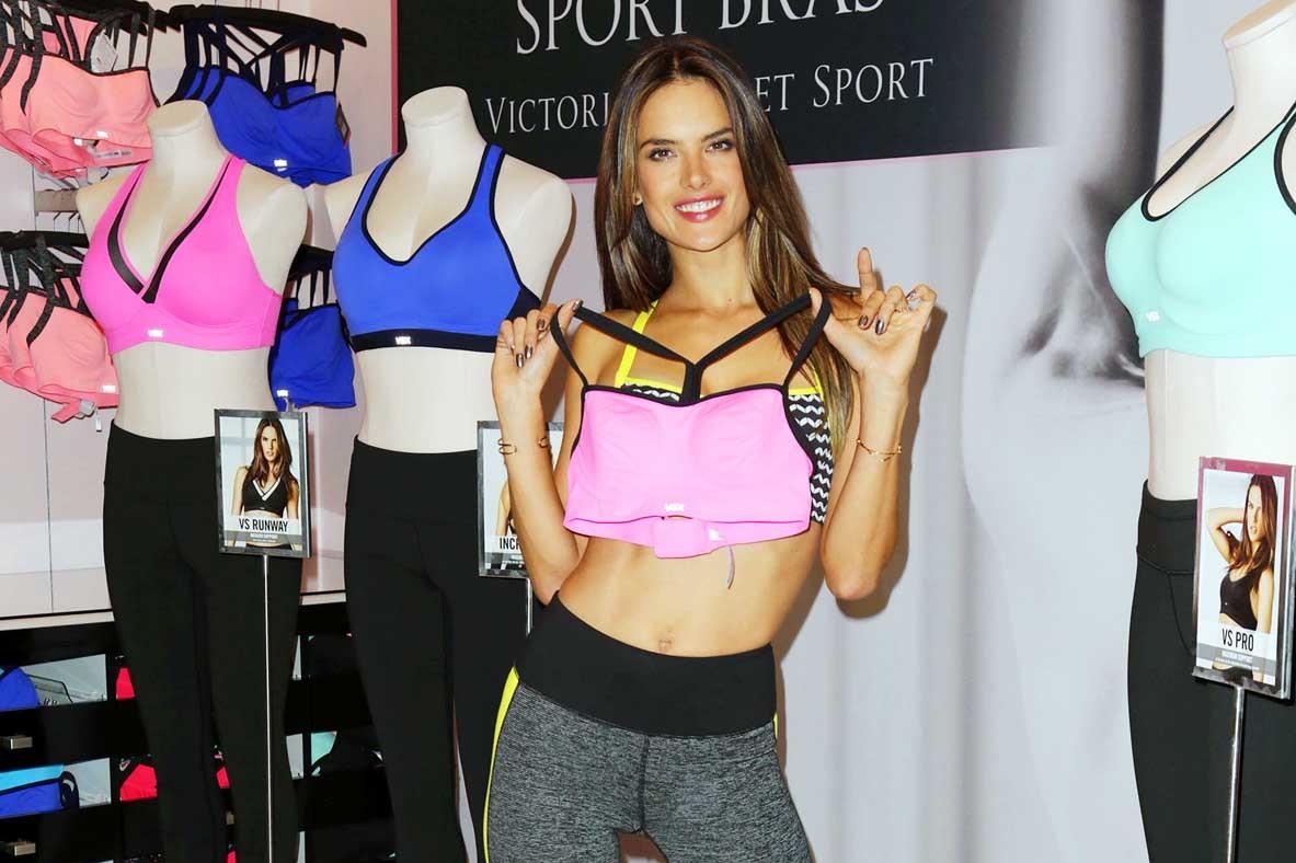 """Photo of Alessandra Ambrosio testimonial della nuova e sexy linea sportiva del marchio """"Victoria's Secret"""""""